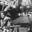 Dajakowie - łowcy głów z Borneo. Fot. Ishikane, Tropenmuseum.